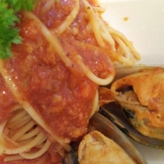 Photo taken at Vivo American Pizza & Panini by Pris D. on 11/15/2012