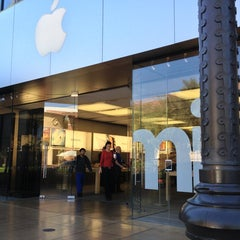 Photo taken at Apple Store, Town Square by Graham W. on 3/18/2013