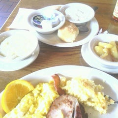 Photo taken at Cracker Barrel Old Country Store by Charlena R. on 4/26/2013