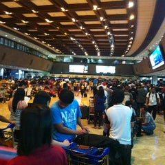 Photo taken at Ninoy Aquino International Airport (MNL) Terminal 1 by Nisa J. on 6/7/2013