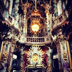 Das Foto wurde bei Asamkirche (St. Johann Nepomuk) von Num C. am 9/19/2012 aufgenommen