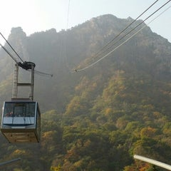 Photo taken at 설악케이블카 / Sorak Cable Car by Kim B. on 10/26/2012