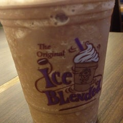 Photo taken at The Coffee Bean & Tea Leaf by Edmund C. on 3/3/2013