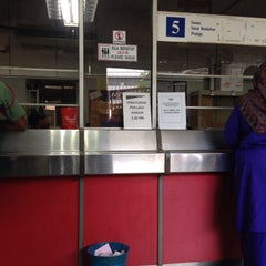 Photo taken at Pos Malaysia by Noornajila on 4/8/2015