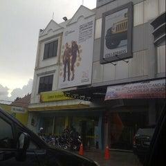 Photo taken at Galeri Indosat by Juan R. on 12/27/2012