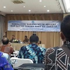 Photo taken at Grand Jaya Raya Resort & Convention Hotel by Wahyuni Ibrahim Y. on 10/29/2013