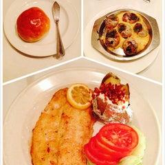 Photo taken at Sunning Restaurant 新寧餐廳 by Serena F. on 9/9/2014