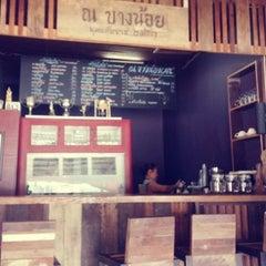 Photo taken at ร้านกาแฟ ณ บางน้อย พุทธศักราช ๒๕๕๓ by Panthip C. on 2/3/2013