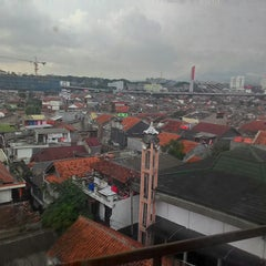 Photo taken at Universitas Islam Bandung (UNISBA) by Jiman S. on 11/28/2014