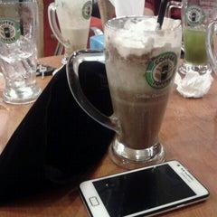 Photo taken at Coffee Toffee by prawika u. on 7/29/2013