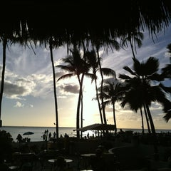 Photo taken at Duke's Waikiki by John Q. on 11/28/2012