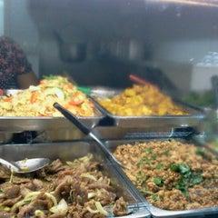 Photo taken at ศูนย์อาหารรามาธิบดี (Rama Food Center) by Noin on 1/30/2013