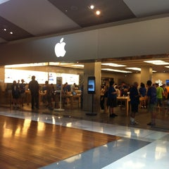 Photo taken at Apple Store, Chermside by Natasha A. on 2/14/2012