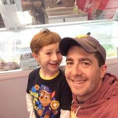 Photo taken at Carvel Ice Cream by Brian F. on 5/10/2015