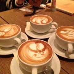 Photo taken at カフェ ゼノン (CAFE ZENON) by Midori Y. on 2/10/2013