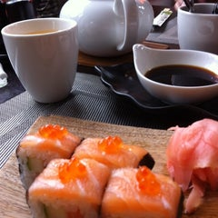 Photo taken at GINGER | ķīniešu virtuve, suši bārs by Ainars G. on 8/14/2014
