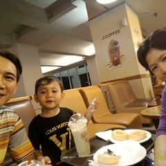 Photo taken at J.Co Donuts & Coffee by Abraham B. on 9/4/2015
