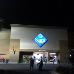 Photo taken at Sam's Club by Steven Z. on 12/15/2012