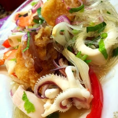 Photo taken at Took Lae Dee (ถูกและดี) by Pawinee M. on 8/7/2015