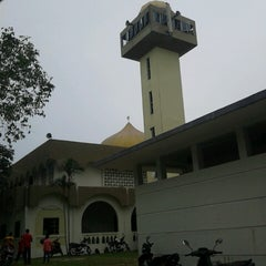 Photo taken at Masjid Al-Ridhuan by Mohd Fadzli H. on 2/15/2013
