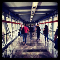 Photo taken at Metro Viaducto (Línea 2) by Raul M. on 3/27/2013
