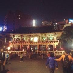 Photo taken at 보신각 (普信閣, Bosingak) by Tiffany H. on 9/30/2012