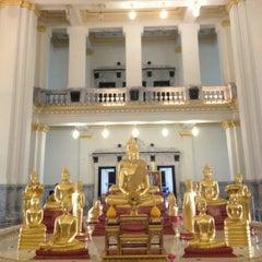 Photo taken at วัดโสธรวรารามวรวิหาร (Wat Sothon Wararam Worawihan) by Nok Nok P. on 7/27/2013