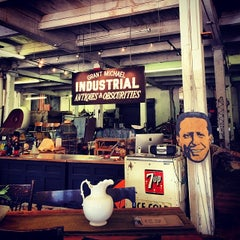 Photo taken at Grant Michael Industrial Antiques & Obscurities by Doniree W. on 11/25/2013