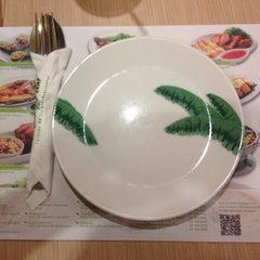 Photo taken at Banana Leaf (บานาน่าลีฟ) by modnoil P. on 3/9/2015