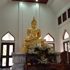 Photo taken at วัดญาณเวศกวัน (Wat Nyanavesakavan) by Jajaa on 2/10/2013