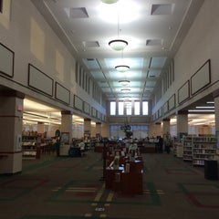 Photo taken at Schaumburg Township District Library by Erik R. on 10/29/2014