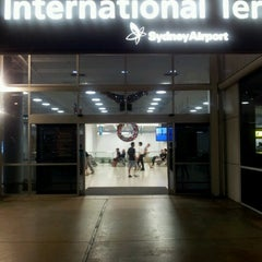 Photo taken at T1 International Terminal (SYD) by Francy on 12/3/2012