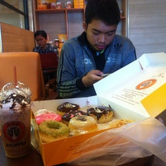 Photo taken at J.Co Donuts & Coffee by Sandy N. on 8/27/2014