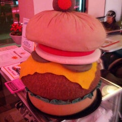 Photo taken at Cheeburger Cheeburger by John G. on 1/19/2013