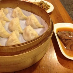 Photo taken at Din Tai Fung 鼎泰豐 by Wai Yan A. on 11/18/2012