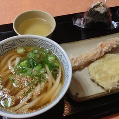 Photo taken at すなだ どんどん 箱崎T-CAT店 by ken2go2 on 2/9/2013