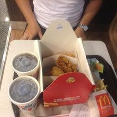 Photo taken at McDonald's 麦当劳 by Mak T. on 10/2/2013