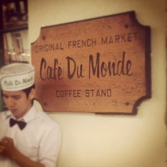 Photo taken at Café du Monde by Vinostomper on 5/22/2013