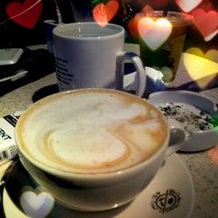 Photo taken at The Coffee Bean & Tea Leaf by Iqbal on 12/9/2012