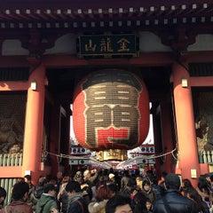 Photo taken at 浅草寺 雷門 (Kaminarimon Gate) by 淳 佐. on 2/11/2013