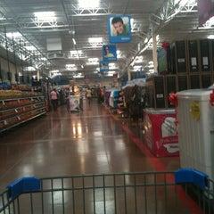 Foto tomada en Walmart Paraíso por Dy P. el 5/7/2013