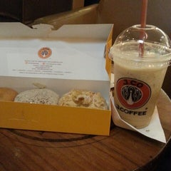 Photo taken at J.Co Donuts & Coffee by Michel M. on 1/4/2014