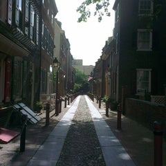 Photo taken at Elfreth's Alley Museum by Natalia S. on 6/4/2014