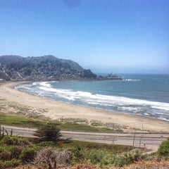 Photo taken at Linda Mar Trail To Rockaway Beach by M. Ryan on 5/7/2014
