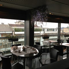 Photo taken at Globe Restaurant & Lounge Bar by Manuela C. on 1/2/2013