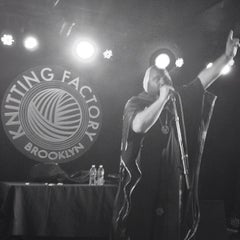 Photo taken at The Knitting Factory by Thiago L. on 5/25/2013