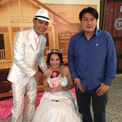 Photo taken at สมาคมนักเรียนเก่าอำนวยศิลป์ by Taebadtz M. on 11/17/2012