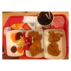 Photo taken at KFC (เคเอฟซี) by Aksaranan J. on 8/23/2015