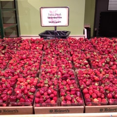 Photo taken at Eckert's Belleville Country Store & Farm by Chelsey W. on 5/19/2012