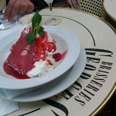 Photo taken at Brasseries Georges by avaveen on 7/22/2012